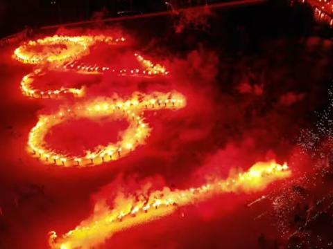 Pokaz pirotechniczny kibiców Arki na 90-lecie klubu!