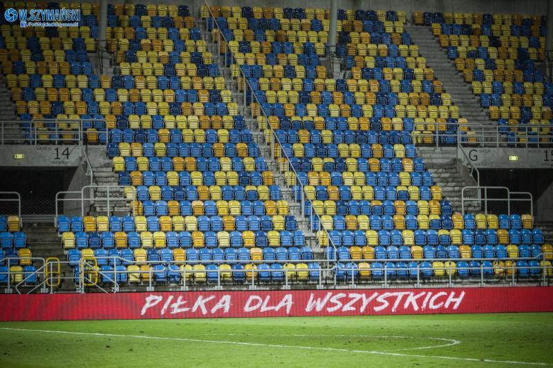 Mecze w Polsce bez kibiców